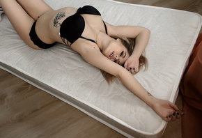 women, blonde, tattoo, mattresses, belly, black lingerie, knee-highs, blue nails, eyeliner, armpits, lying on back