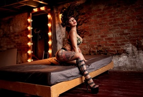 women, high heels, tattoo, in bed, bricks, wall, mirror, light bulb, linger ...