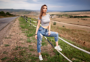 women, torn jeans, fence, ropes, sneakers, crop top, T-shirt, women outdoors, road, painted nails