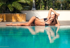 Ilvy Kokomo, tanned, belly, hips, curvy, swimming pool, wate