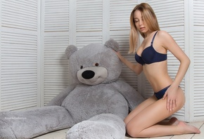 women, kneeling, blonde, on the floor, teddy bears, ass, belly, brunette, blue lingerie, pink lipstick, pink nails