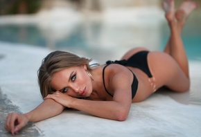 women, blonde, blue eyes, ass, feet in the air, brunette, hoop earrings, women outdoors, swimming pool, pink lipstick, black bikini