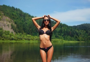 women, skinny, belly, hips, river, sunglasses, polka dots, women outdoors, ribs, armpits, black bikinis, smiling, hands on head