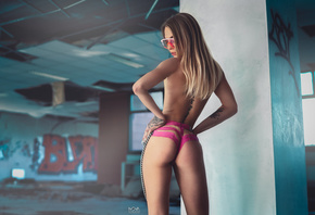 women, ass, abandoned, column, back, tattoo, women with glasses, ropes, hands on hips, blonde, graffiti