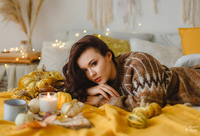 women, portrait, bokeh, candles, in bed, make up, sweater, pillow, red lipstick
