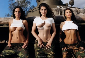 women, Svetlana Semanina, brunette, women outdoors, group of women, belly, pierced navel, tank, tattoo, tank top, boobs, hips, underboob, camouflage, ribs, crop top, trees, gloves