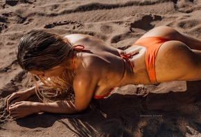 women, Zhenya Stopa, ass, orange bikini, brunette, body oil, oiled body, women outdoors, sand covered, sand, sideboob