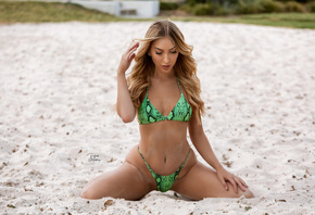 women, blonde, kneeling, sand, belly, hips, brunette, women outdoors, green bikini