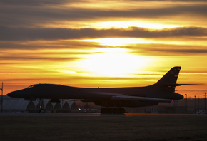 Rockwell B-1 Lancer, B-1B, Supersonic strategic heavy bomber, United States Air Force, evening, sunset, military airfield