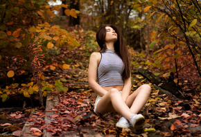 autumn, nature, model, brunette, shorts, sneakers, T-shirt, sitting, women, women outdoors, belly