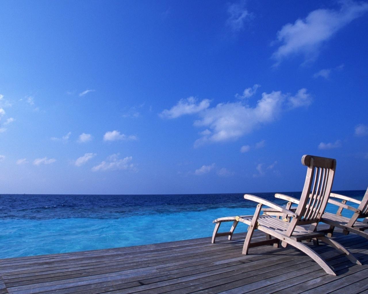 причал, лежаки, пустота, море, синева