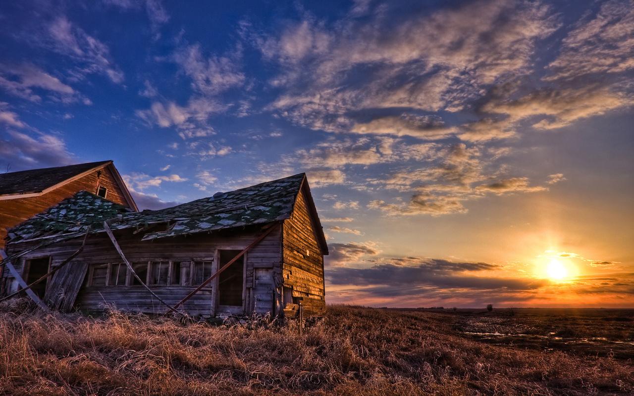 деревьяный дом, поле, хутор, закат, небо,облака