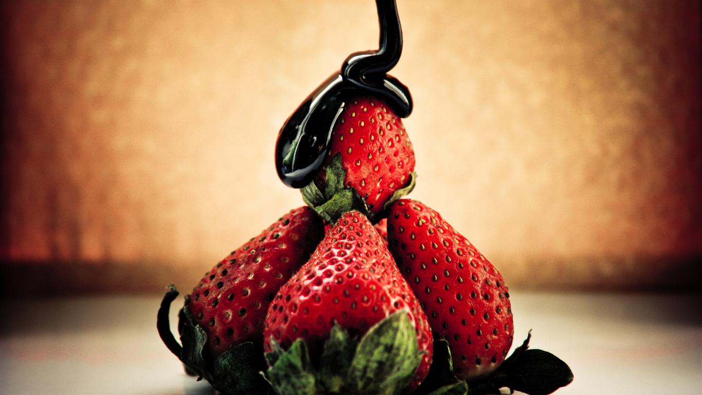 клубника в шоколаде, композиция, сладкая ягода
