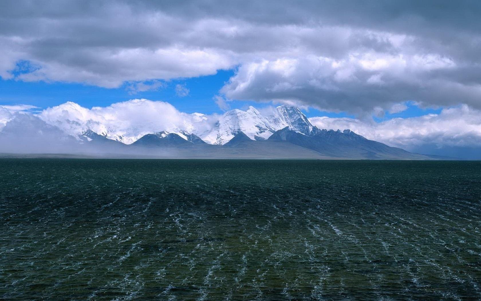 мелкое море, водичка, горы в снегу, зима, снег, горы, голубой, синий, лес, деревья, природа, берег, атмосфера, ель, елка, зима, снег, горы, голубой, синий, лес, деревья, природа, берег, атмосфера, ель, елка