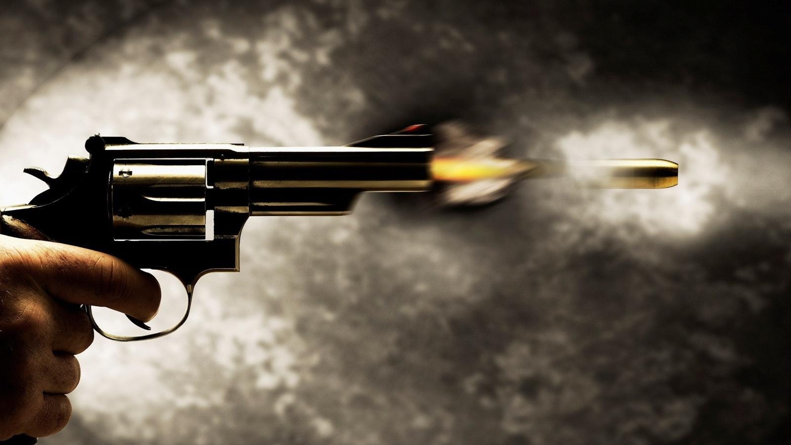 пистолет, выстрел, пуля, пламя, ствол, курок, рука