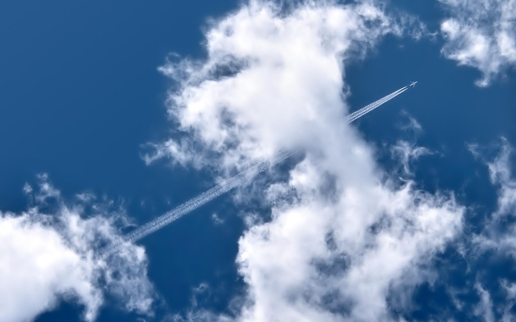 самолет, облака, след, высоко, в небе