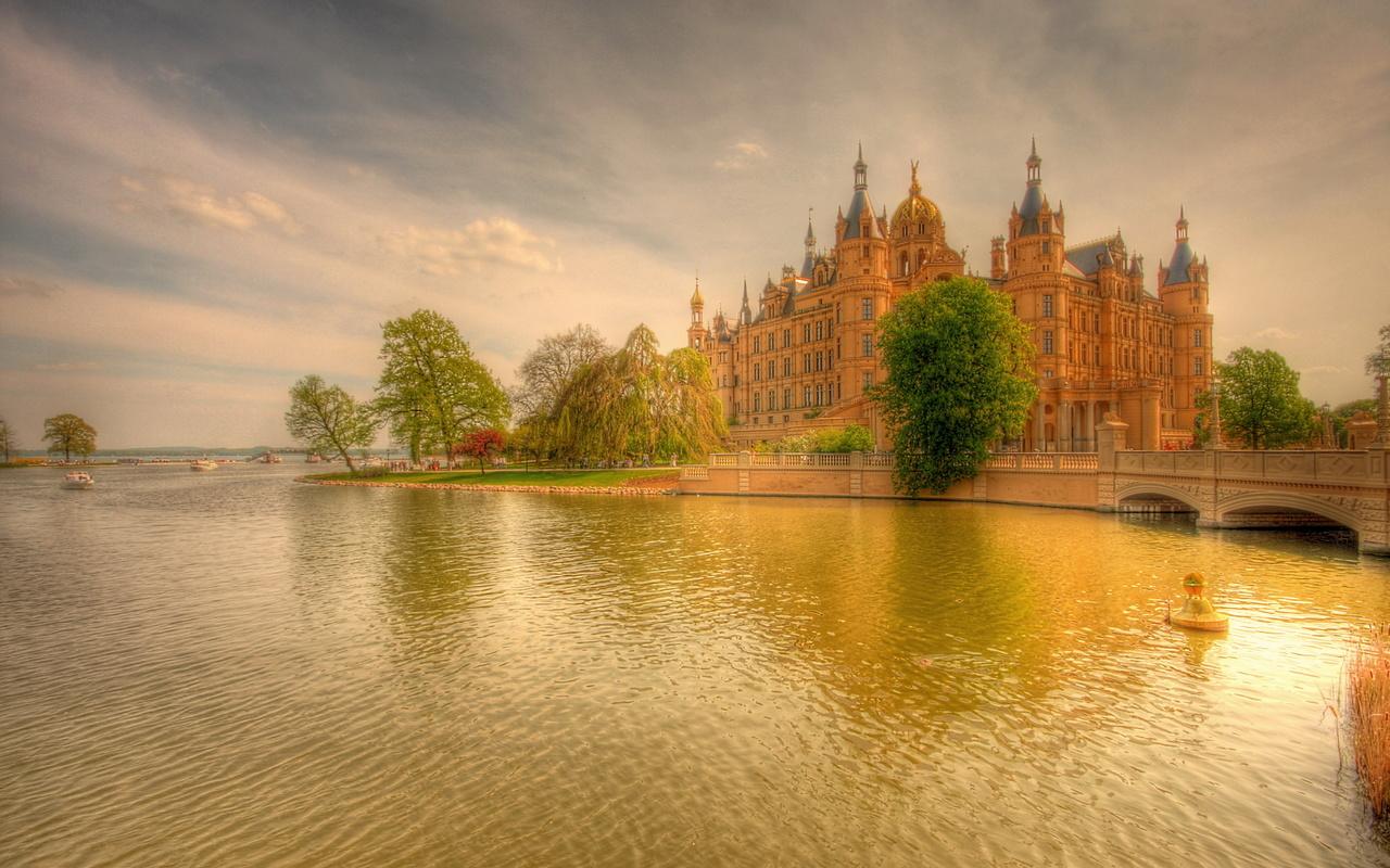 Рисунок, закат, река, мост, лодки, деревья, замок