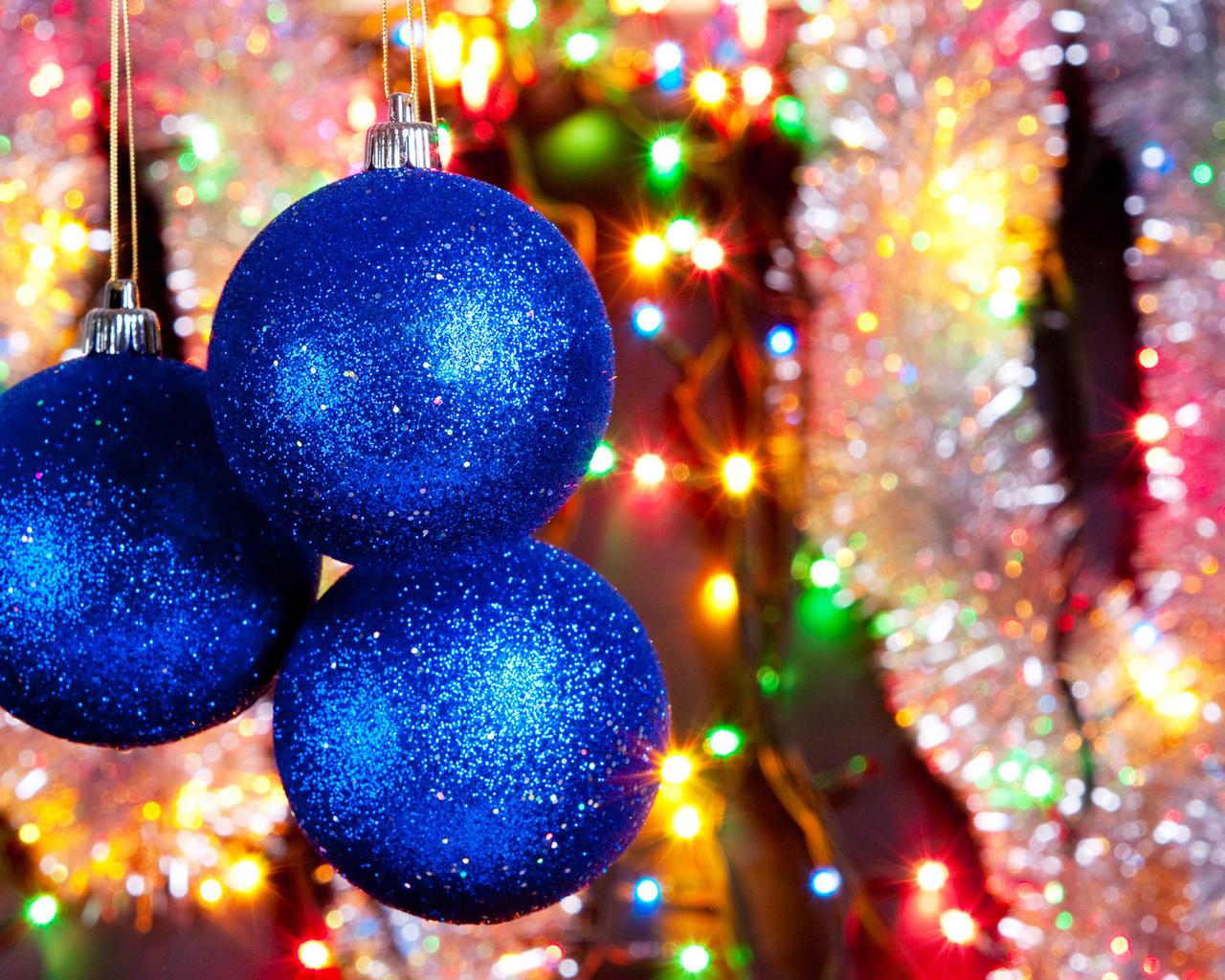 Праздник, мишура, елочные игрушки, цвета, блеск, шары, блики, огни, украшения, дождик, радость, фонарики, праздник,настроение,мишура,гирлянда,огоньки,синие