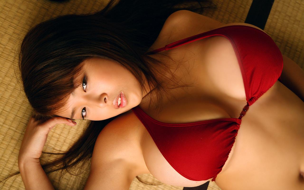 страстные картинки девушек в лифчиках с большой грудью - 9