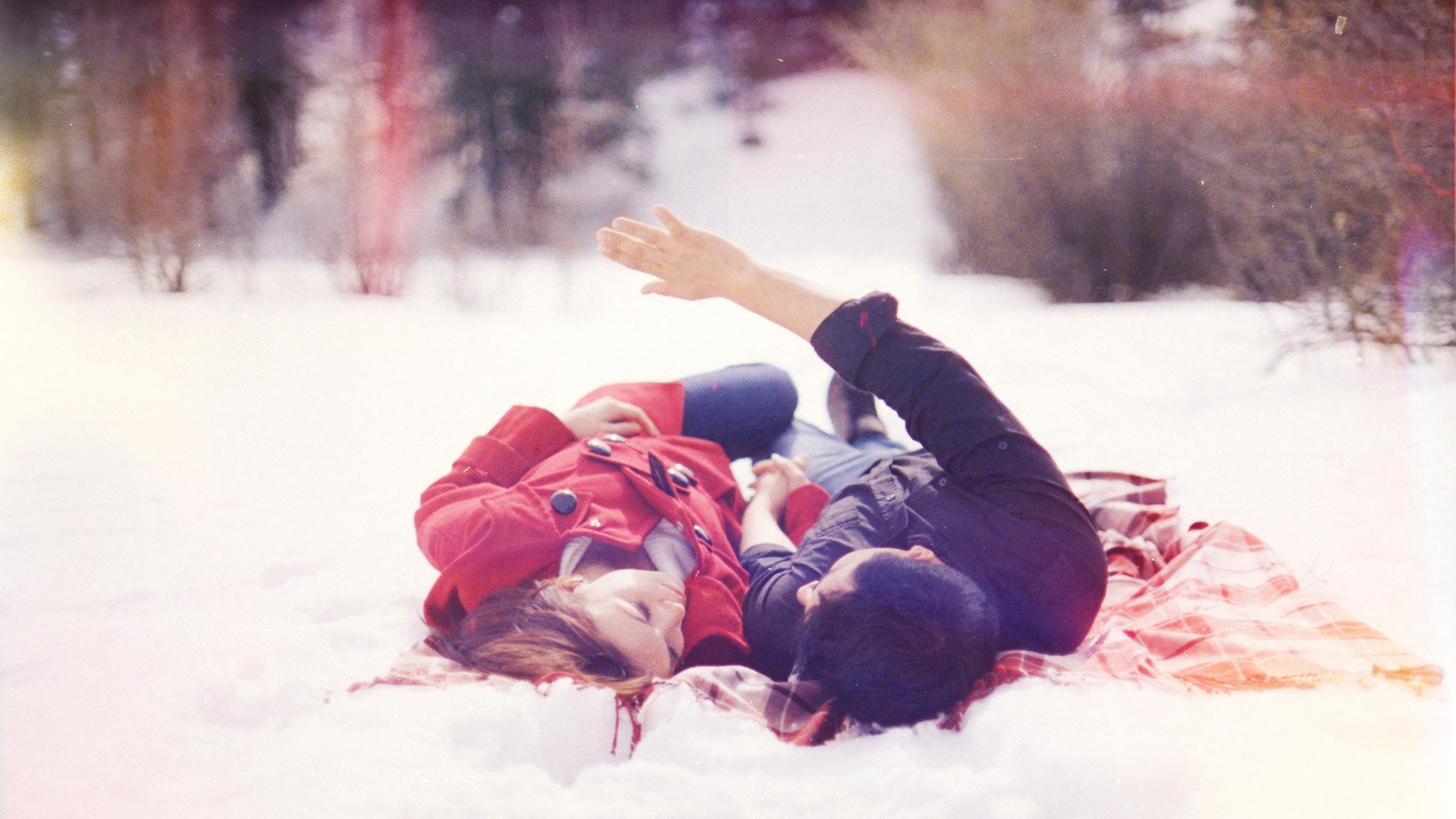 Фото снег брюнетка и парень — img 12