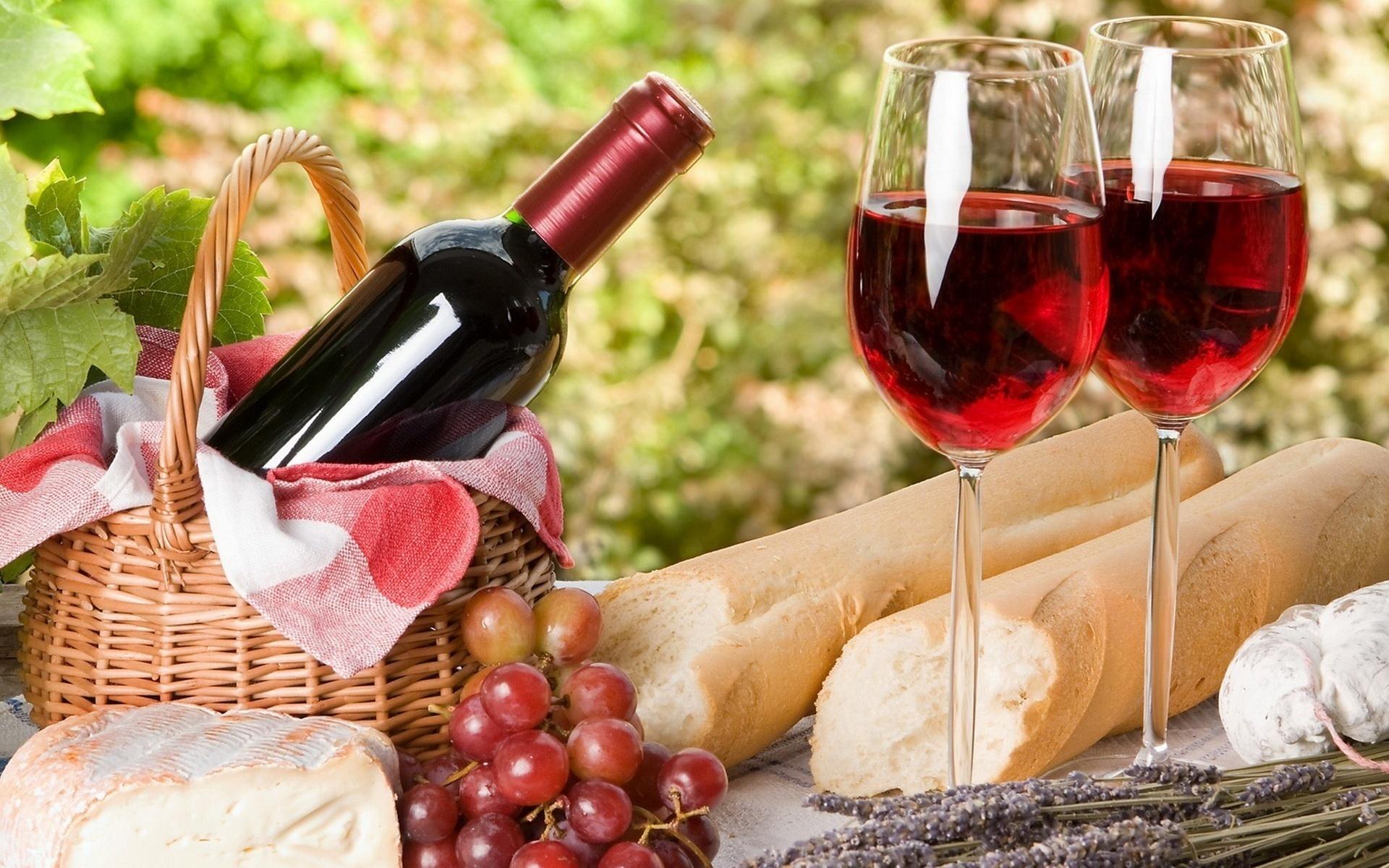 Открытка с красным вином