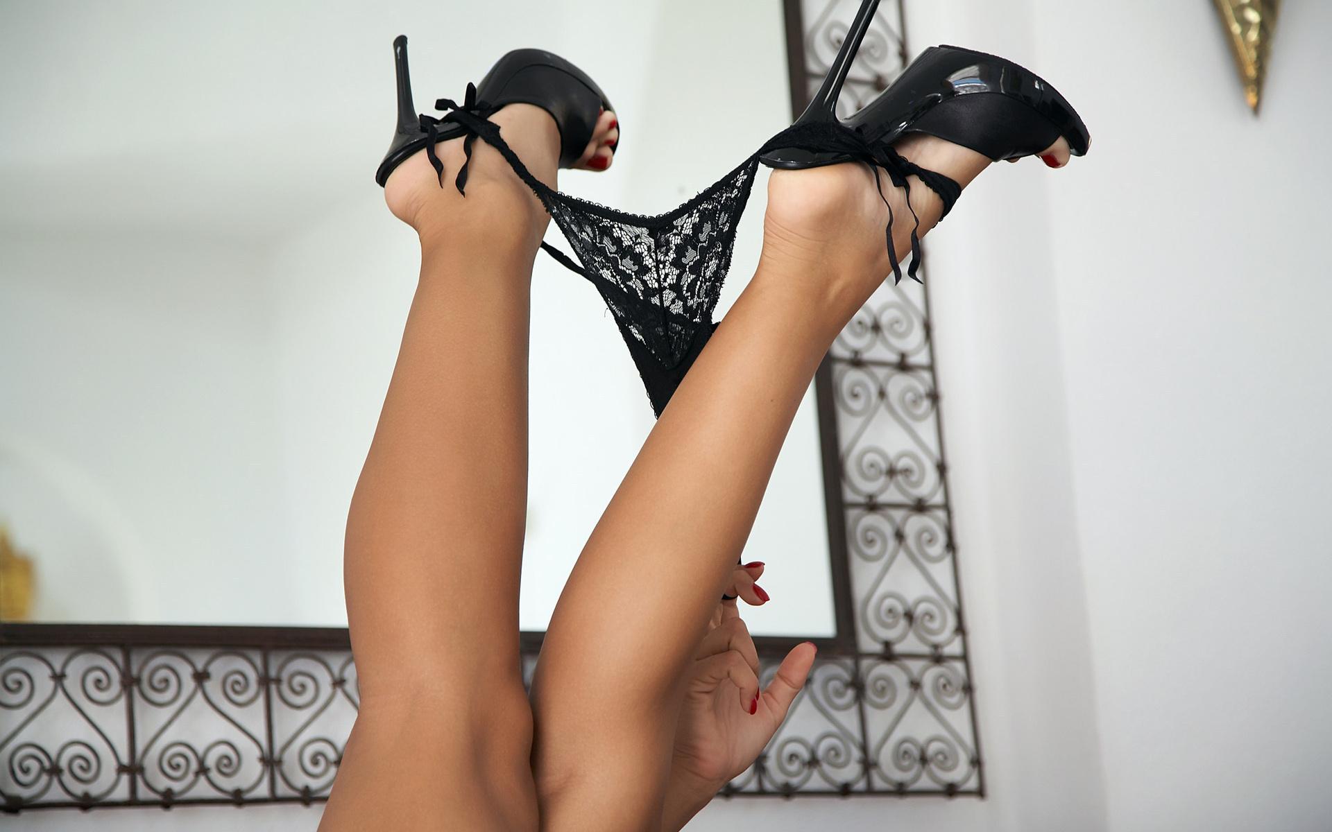 Ноги фетиш обои, бабы голые и в стрингах фото