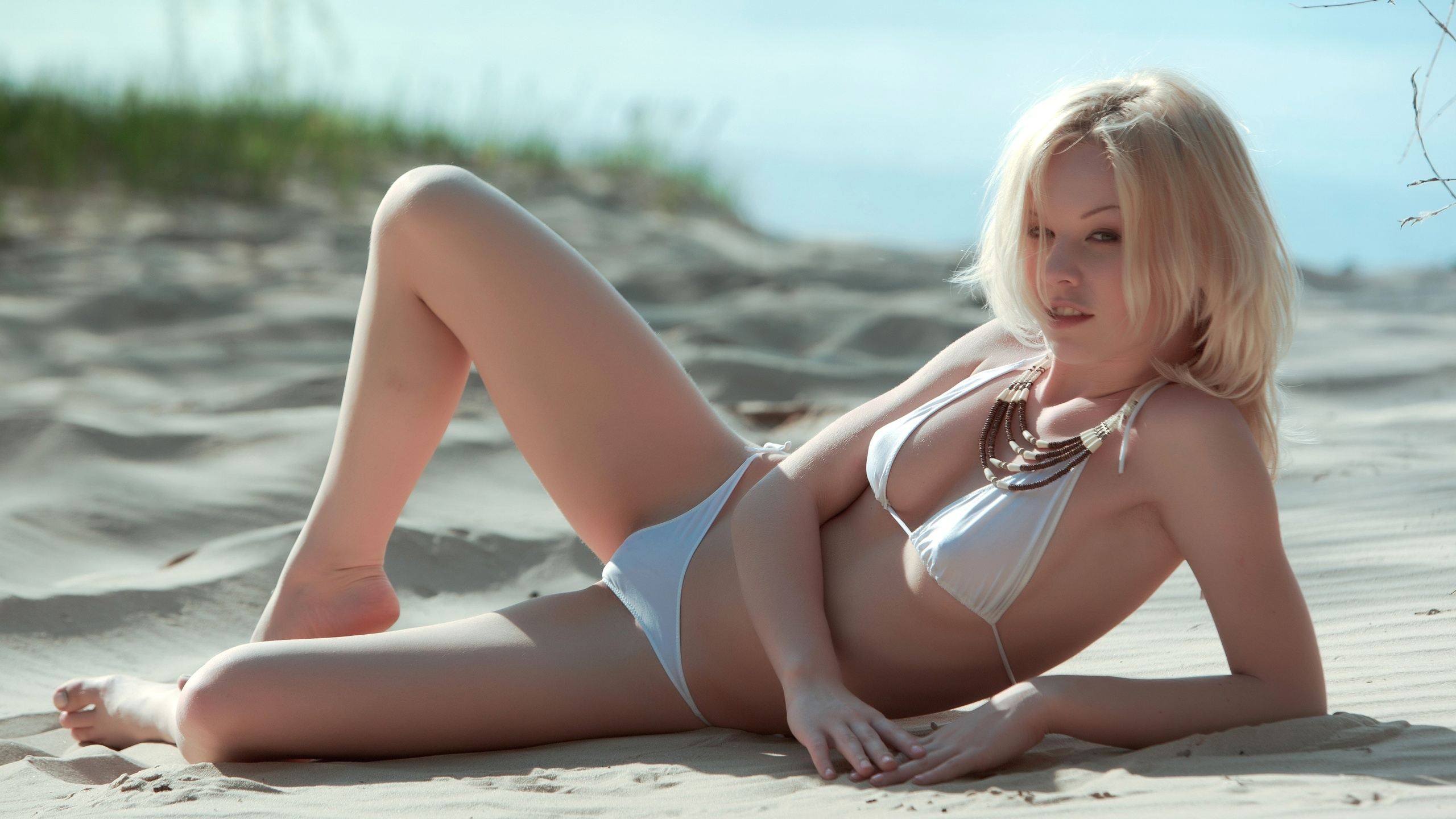 blonde-sex-beach