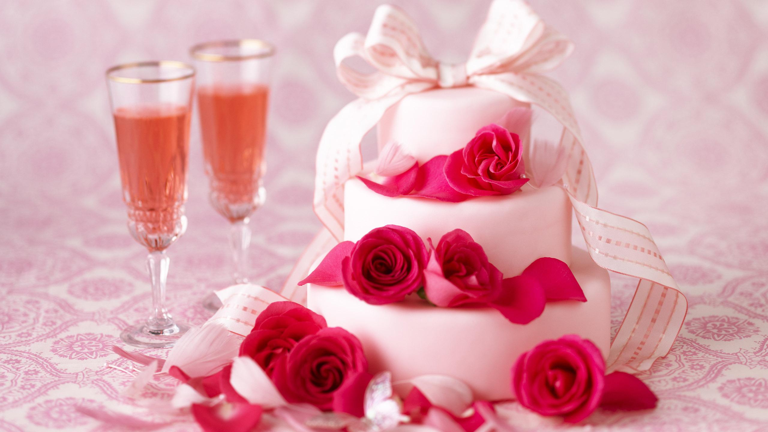 Открытки с днем рождения женщине красивые торт и цветы