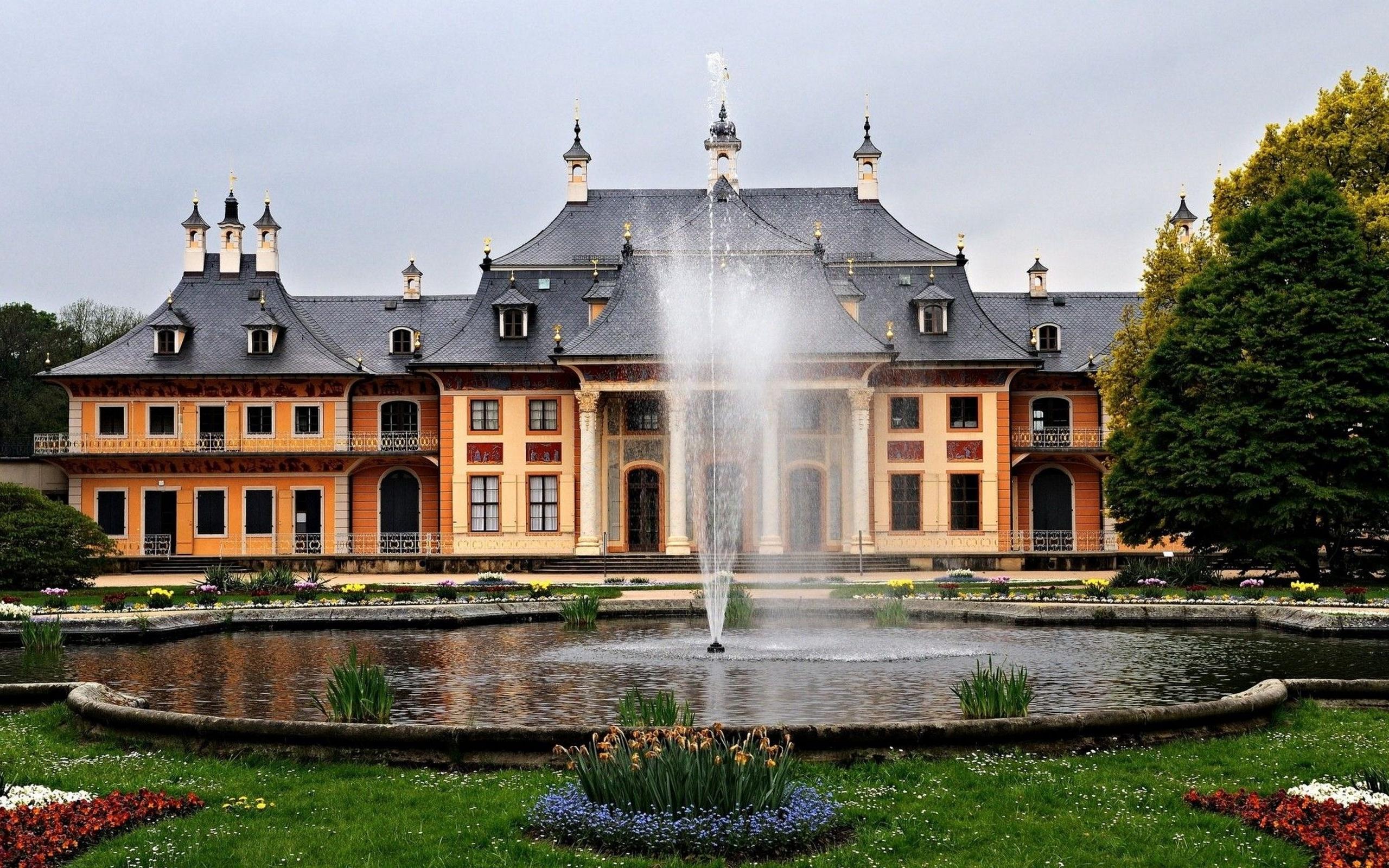 германия, дрезден, замок pillnitz, фонтан