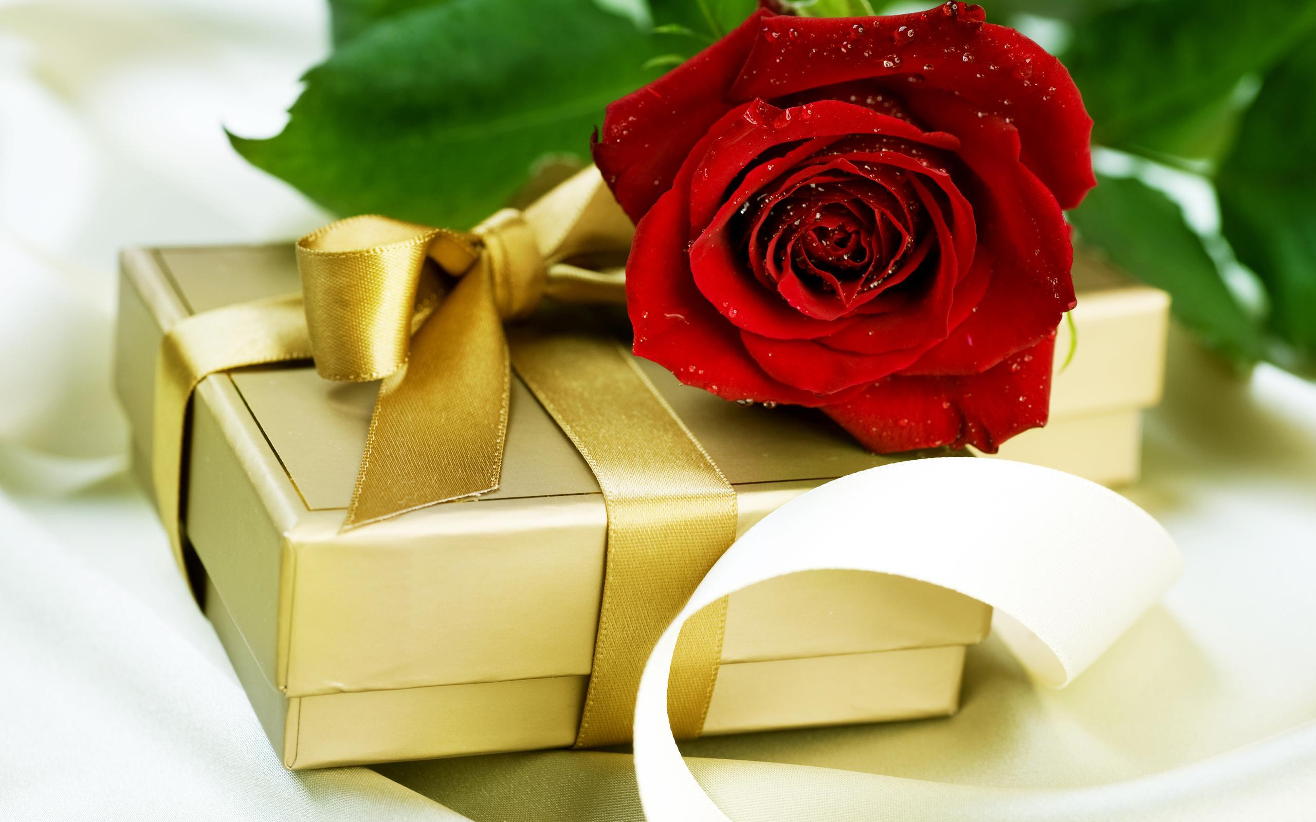Цветы и подарки открытки, для подруг