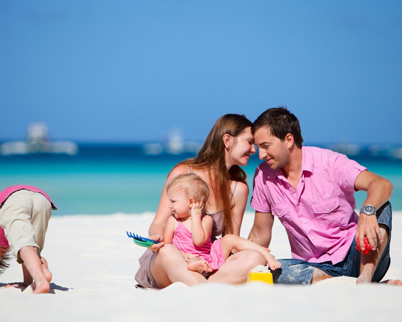 Днем, картинки семья с детьми на море