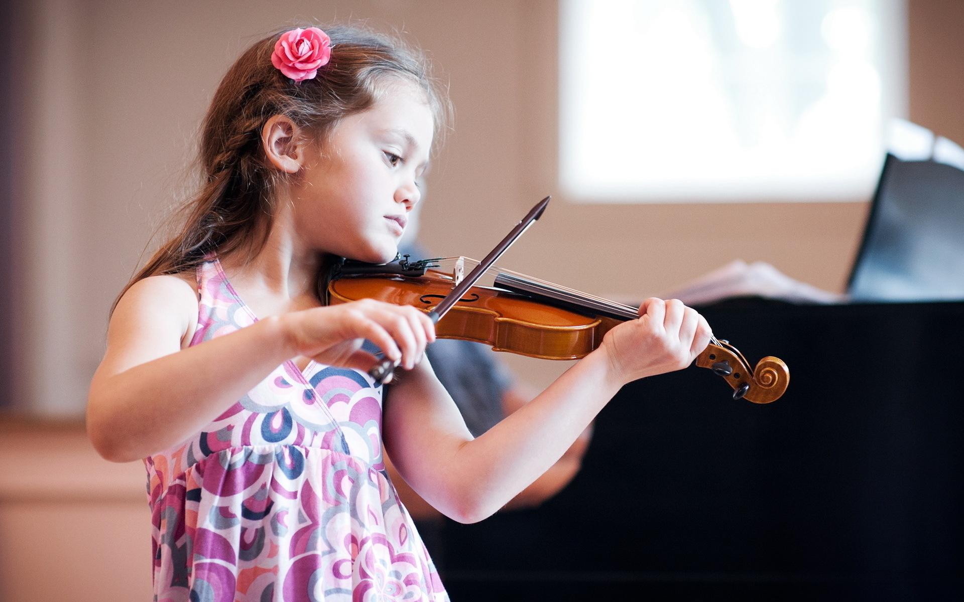Дети играют на музыкальных инструментах картинки