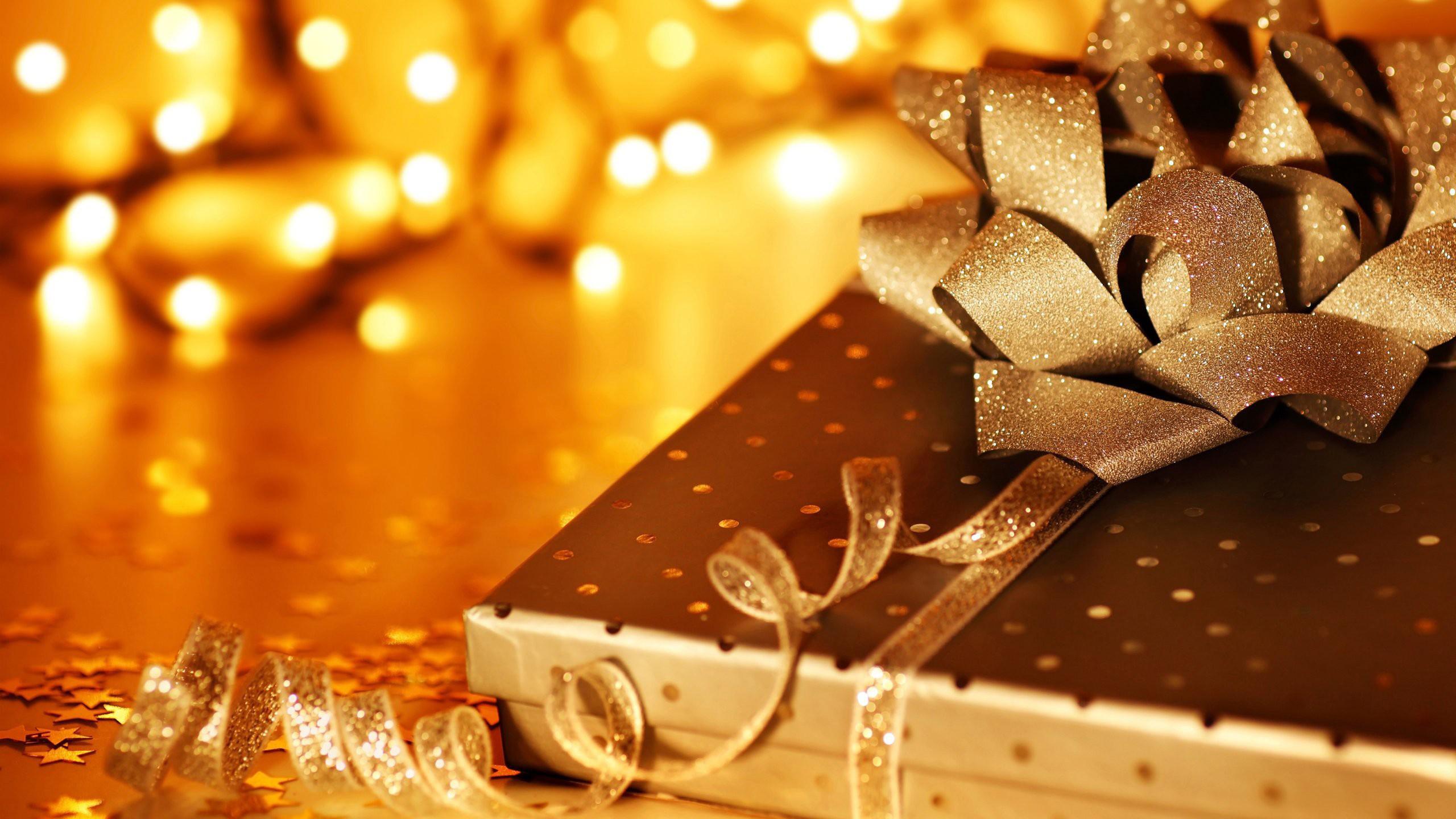 На новый год дарят открытки