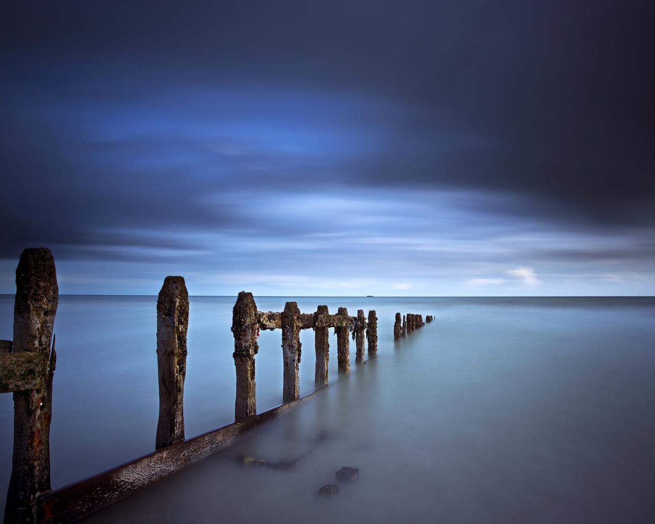 берег, синева, тучи, опоры, небо, море
