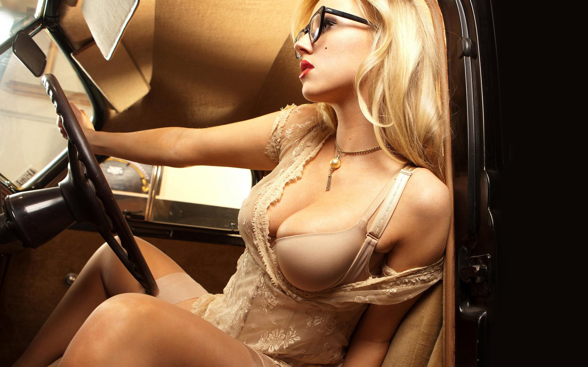 foto-seksapilnih-blondinok-v-ochkah