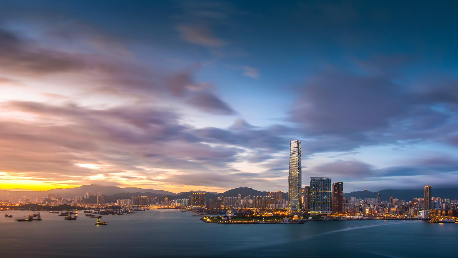 здания, Гонконг, огни, облака, залив, вечер, небо, закат