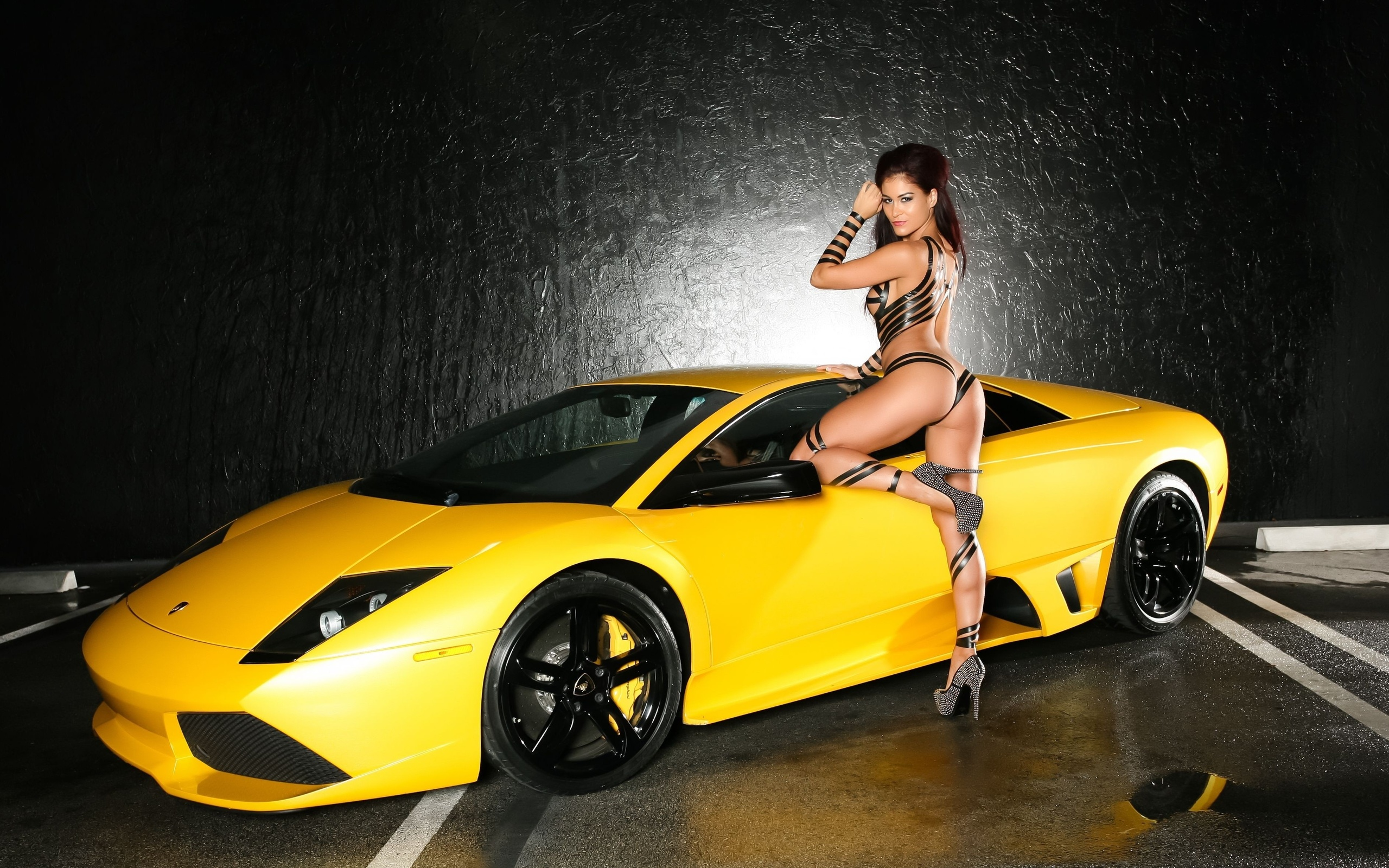girls-nude-chicks-with-a-lamborghini