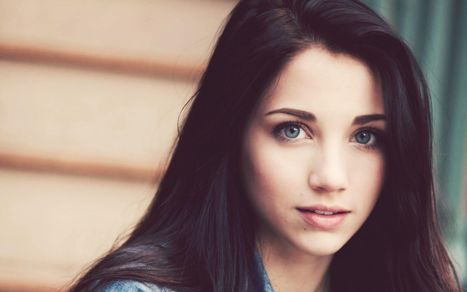 Красивую девушку вот так