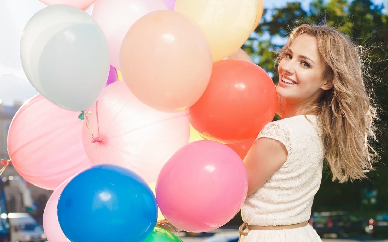 настроения, девушка, блондинка, улыбка, позитив, радость, счастье, шарики, воздушные