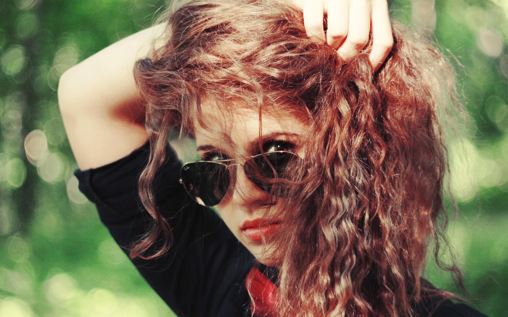 рыжая, очки, девушка, взгляд, фон, Настроения, кудри