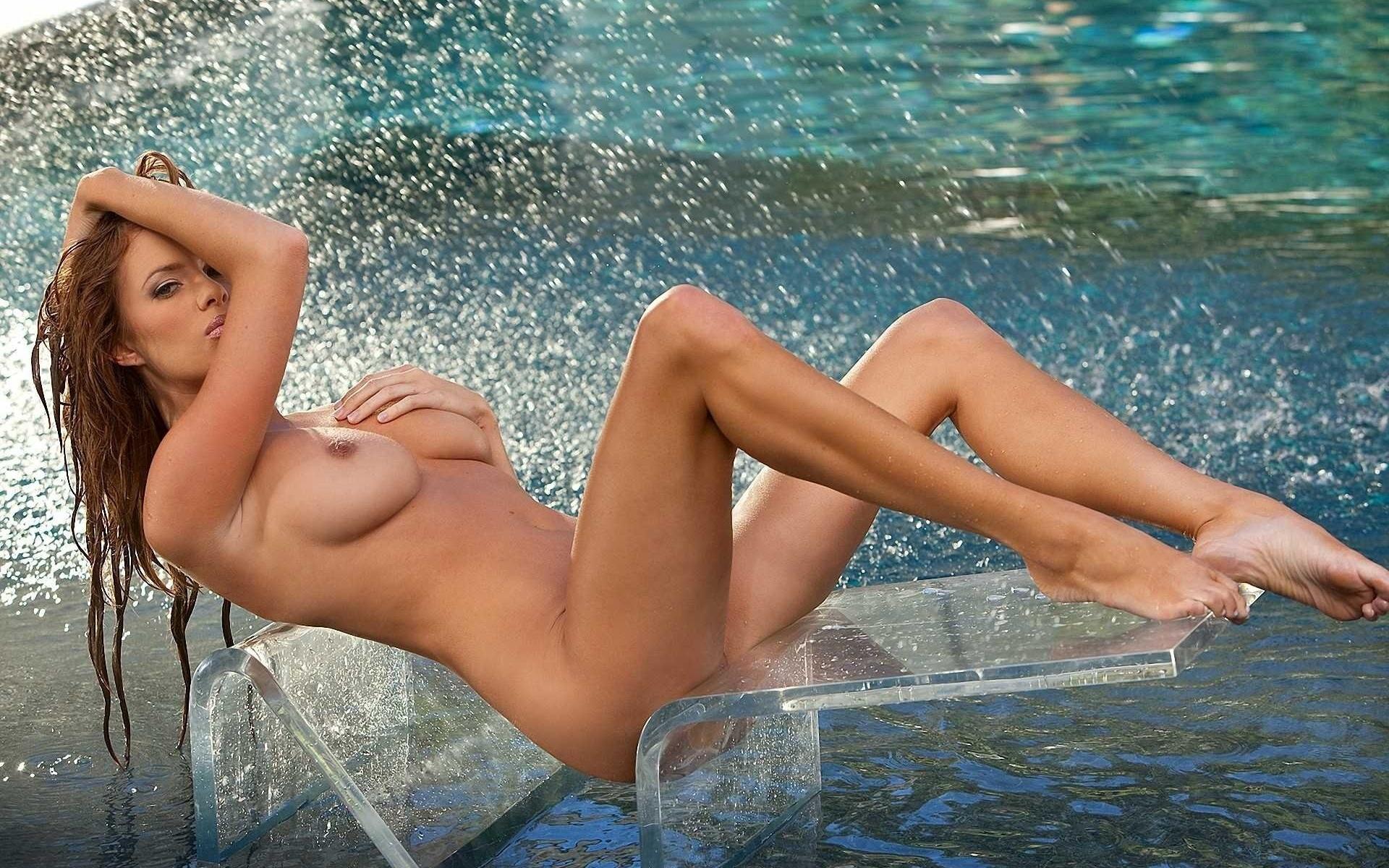 Голая мокрая женщина, анальный секс рай с игрушками фото