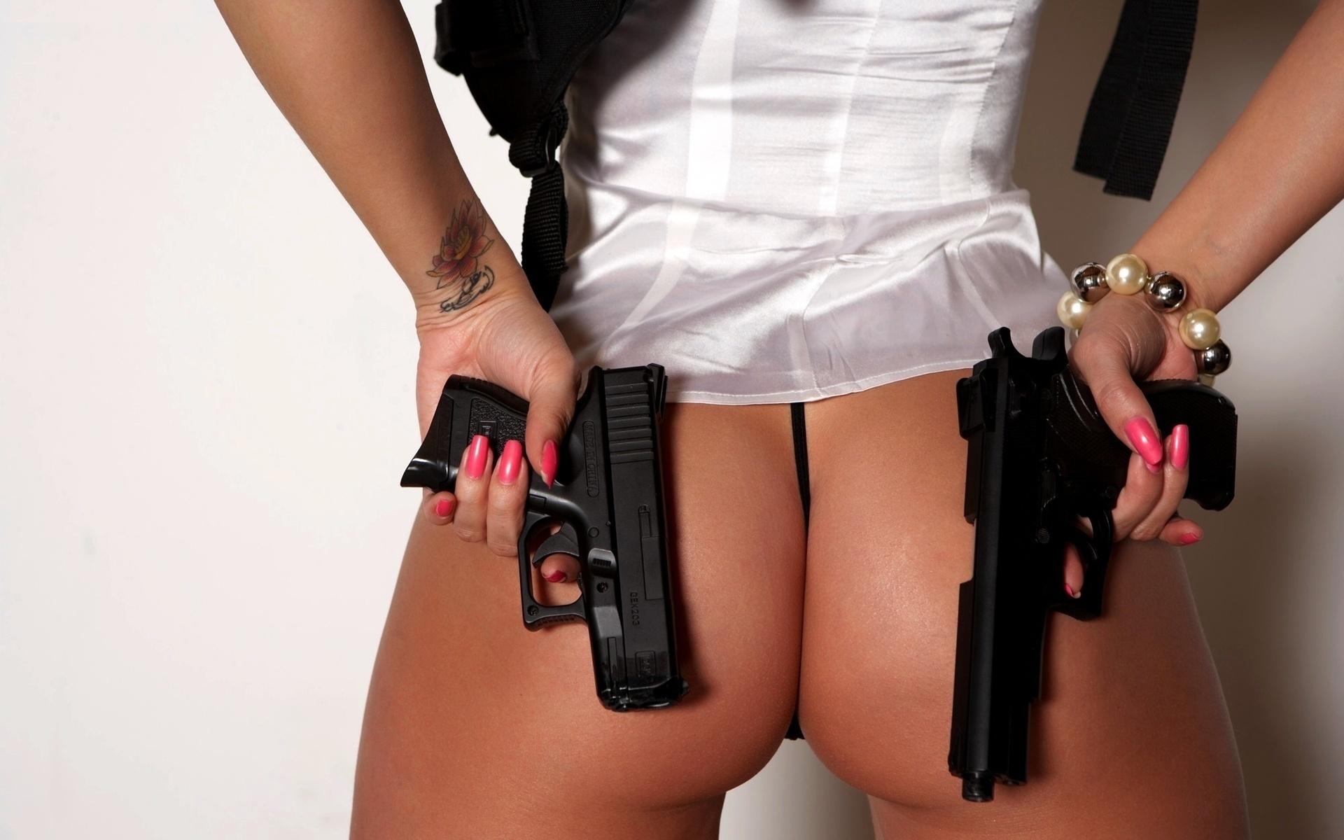 фото девушек с пистолетом эротические всегда