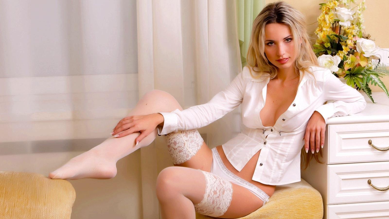 Блондинка в нижнем белье секс вопрос