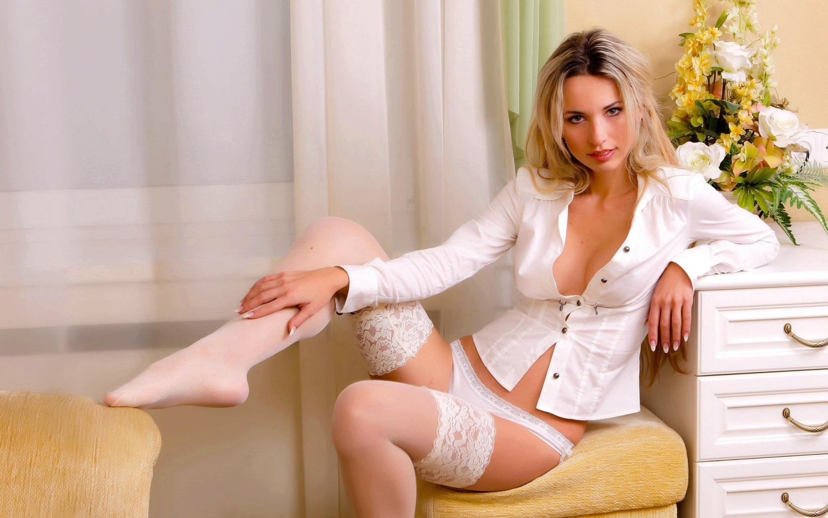 Блондинка в нижнем белье секс Добавлю