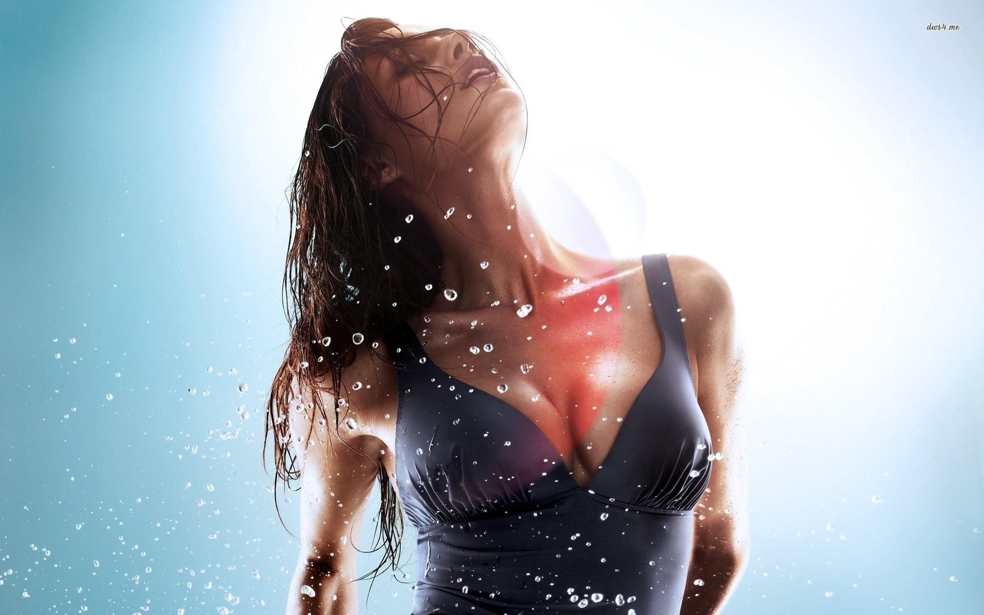 Узбечки вызов грудь майка мокрая ласки опытной лесби