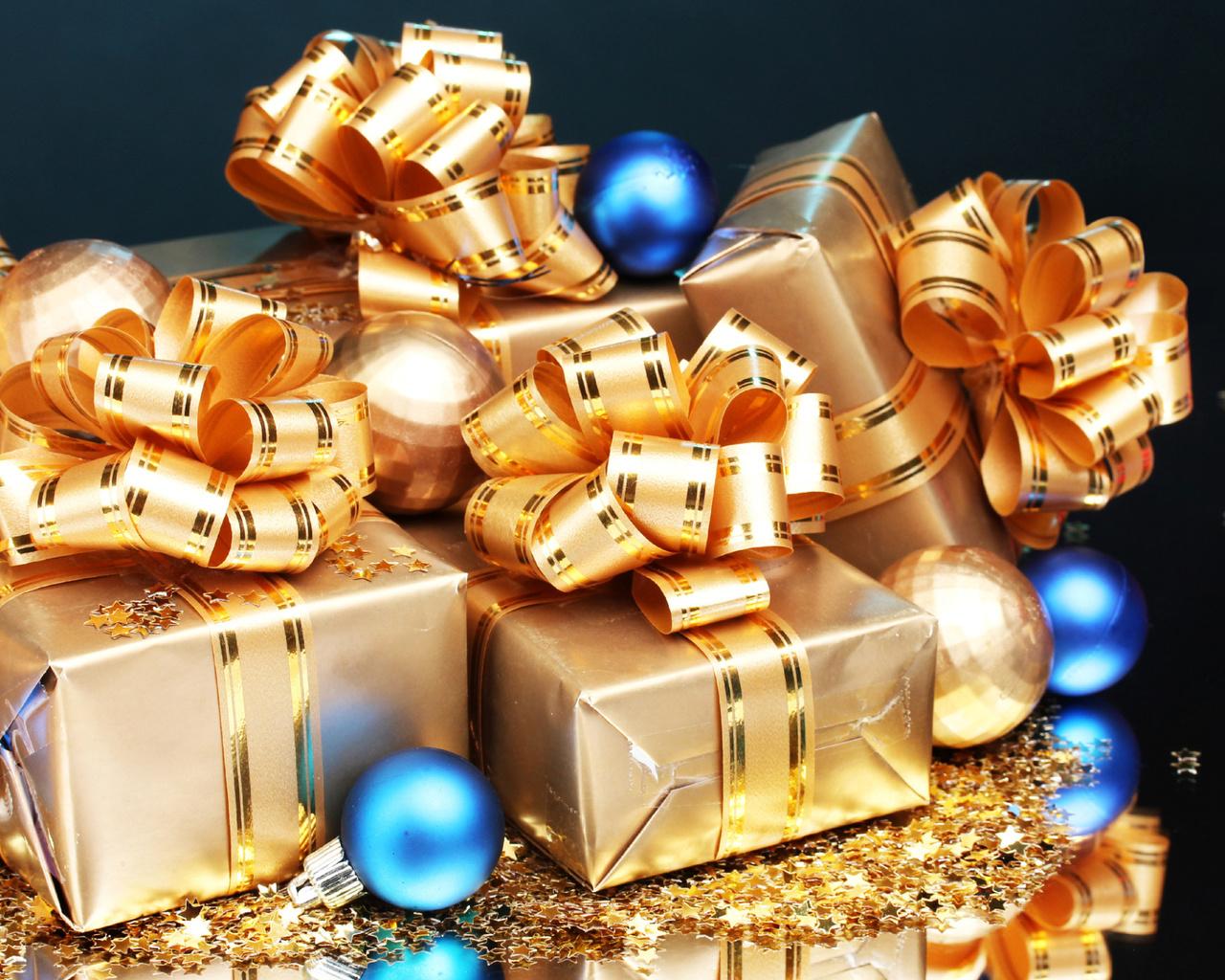обои для рабочего стола, новогодние, подарки, звездочки, отражение, шары, новый год, подарок, новый год, звезда. звезды, бантик, блеск