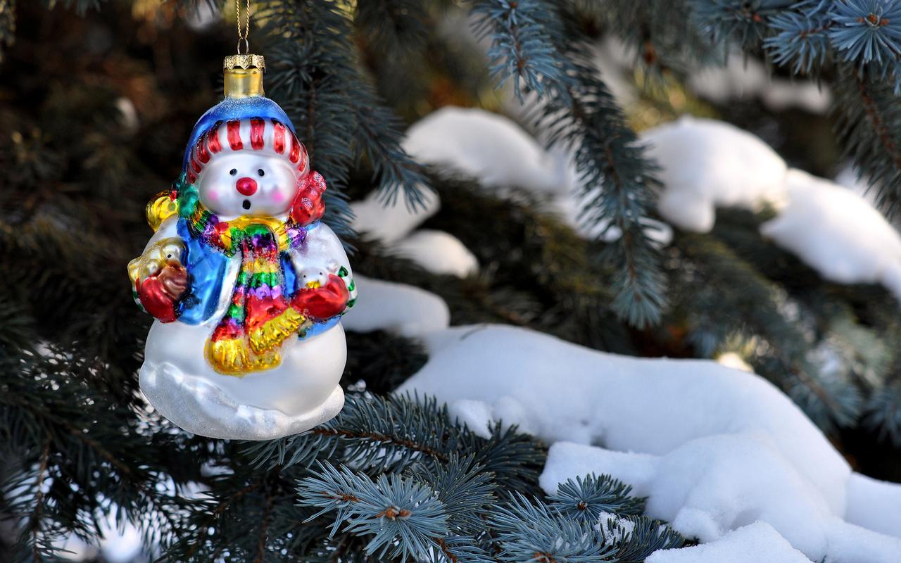 игрушка, снеговик, елка, елка, ель, иголки, ветки, зима, снег, праздники, природа, new year, christmas