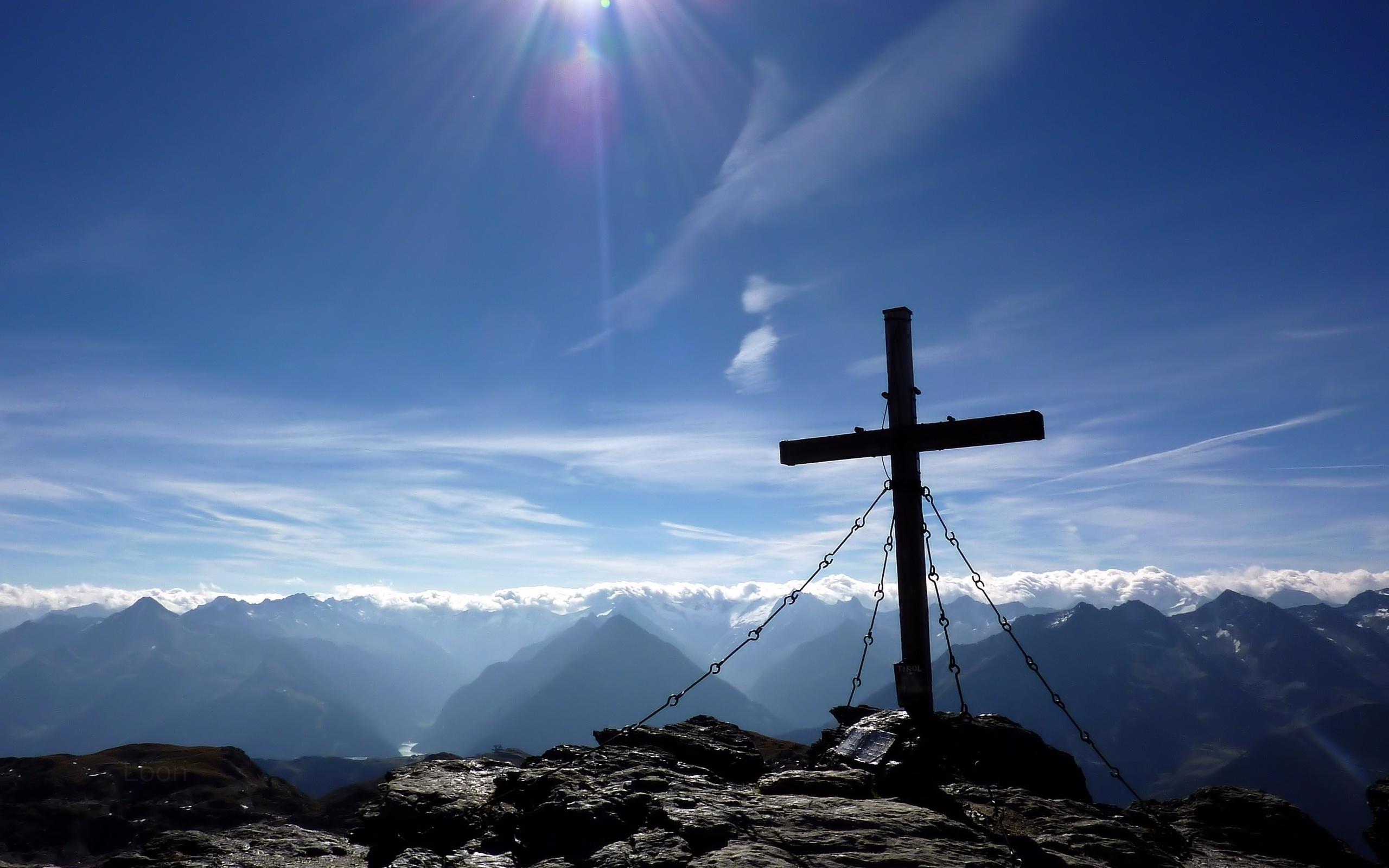 устанавливайте фото на фоне креста примета далеко