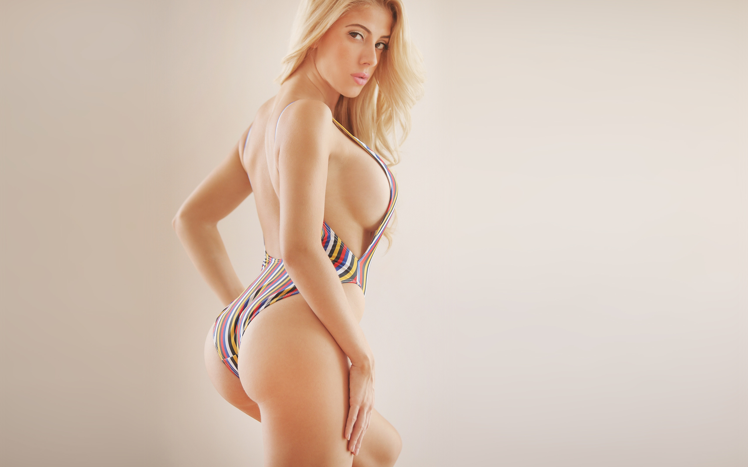new-only-picture-of-sexiest-girl-with-figure