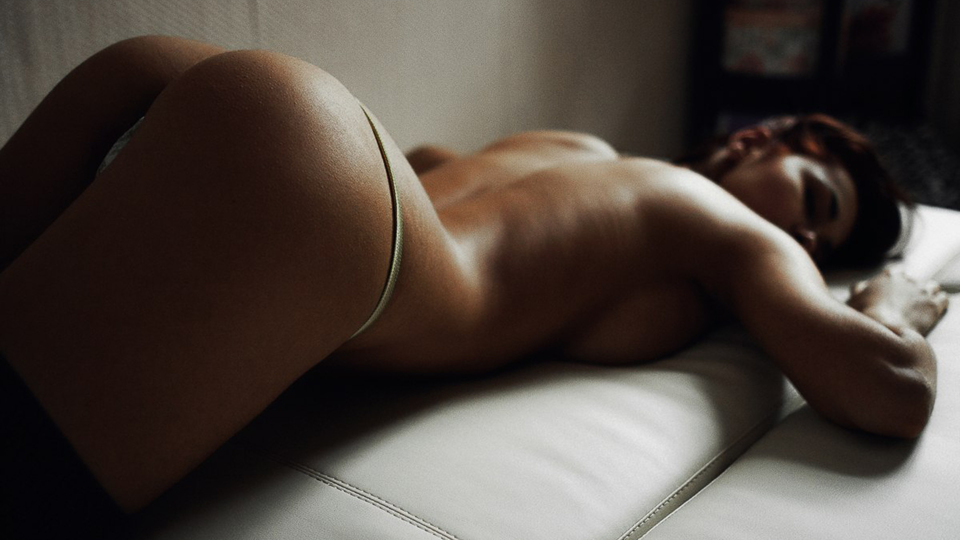 Фото обнаженных девушек брюнеток со спины, Фото девушек спиной на аву: брюнетки Красивые фото 26 фотография